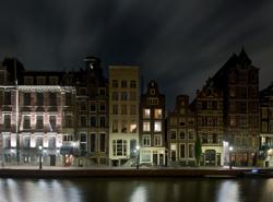 Canal d'Amsterdam, la nuit. November 2005 © Frank van de Velde