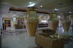 Chypre : Larnaka, hall d'un hotel © Francesco Gasparetti