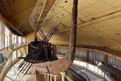 Egypte, le Caire, pyramides de Guize, le musee de la barque solaire
