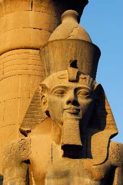 Egypte, Louxor, le temple de Louxor, cour de Ramses II