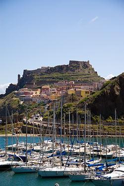 Castelsardo, Sardaigne - Port et ville © monastereo