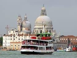 Ferry - Venise, Basilique Santa Maria della Salute © robertpaulyoung