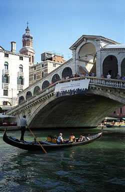 Pont du Rialto - Venise © Joe Shlabotnik