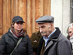 Italie, Mamoiada (Sicile) - Vieil homme et jeune femme © ezioman