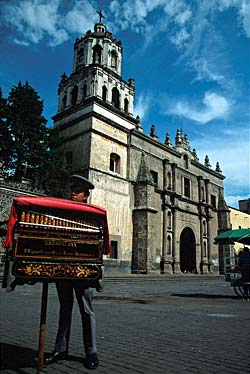 Eglise au centre de Mexico - Mexique © Bruce Herman