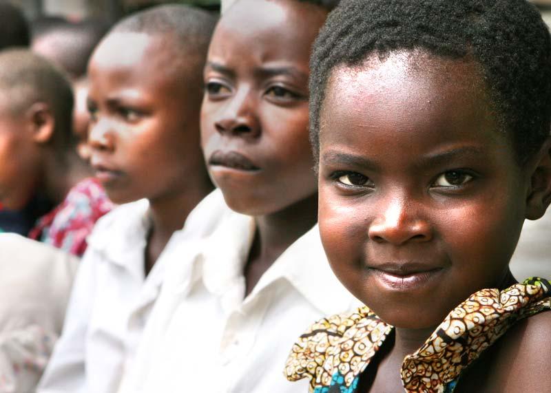 Enfants de l'écol près de Mount Meru © David Dennis