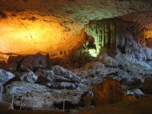 Baie d'Ha Long, grotte - Vietnam