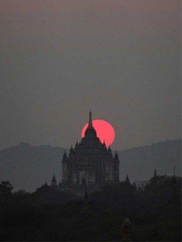 Coucher de soleil à Bagan, Birmanie
