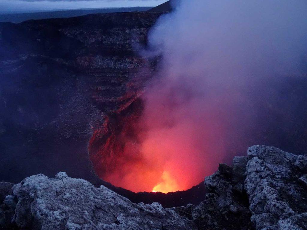 Éruption du volcan Masaya au Nicaragua