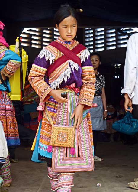 Jeune fille Hmong au marché de Bac Ha