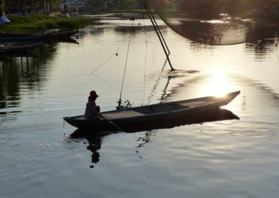 Pêcheur sur la riviere Thu Bồn - Hoi An, Vietnam