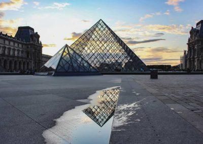 Pyramide du Louvre - Paris, France