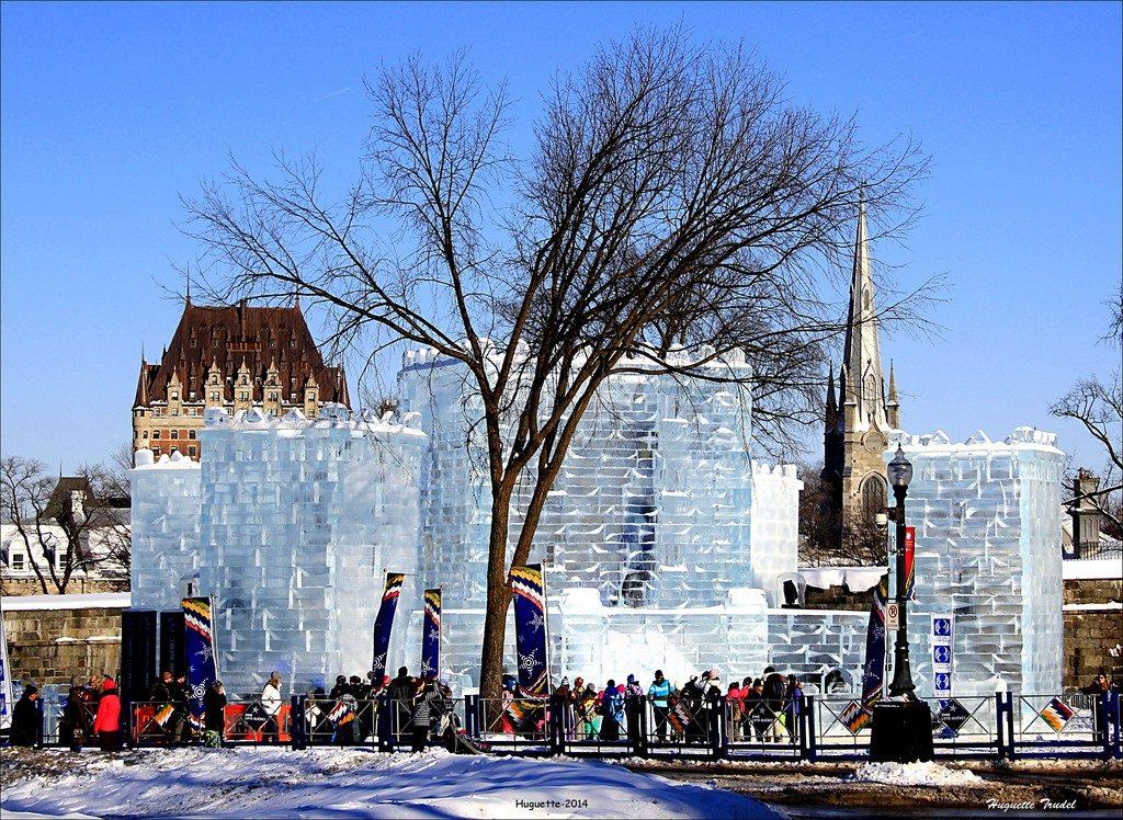 Une impressionnante sculpture sur glace lors du carnaval du Québec