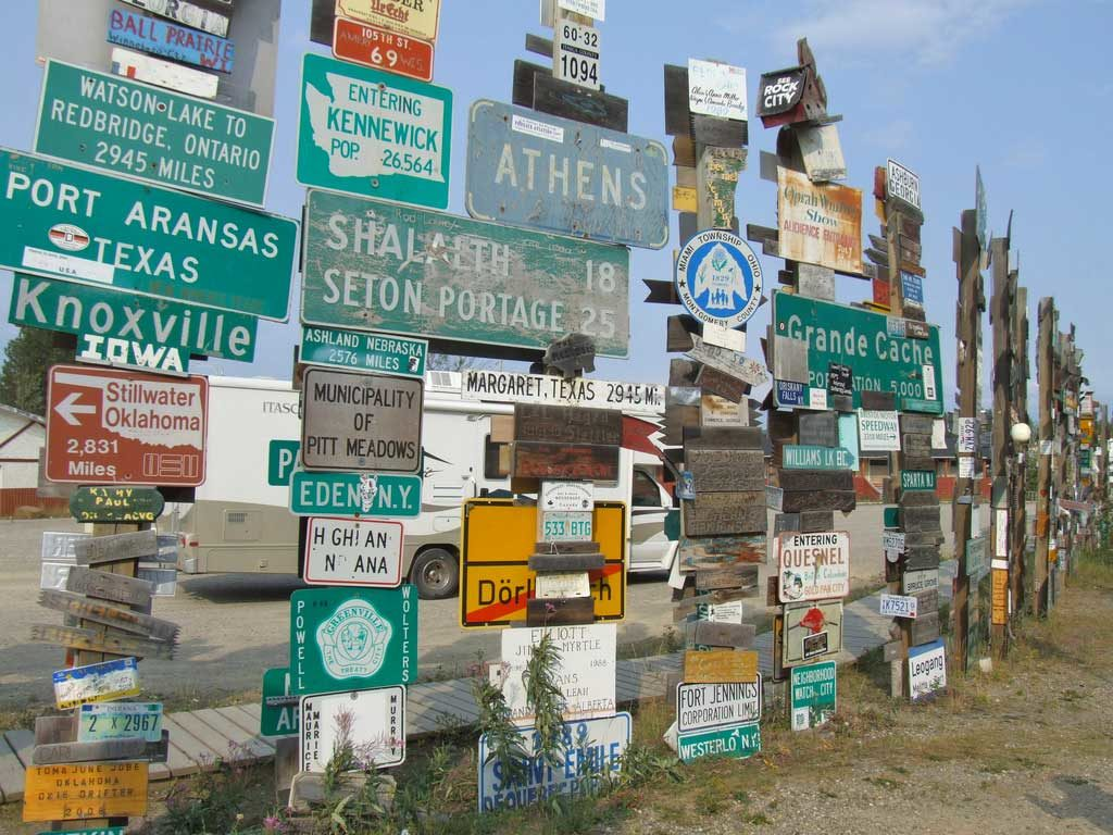 Forêt de panneaux signalétiques - Watson Lake, Yukon, Canada